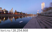 Купить «View of the Moskva River and the Kremlin (at night), Moscow, Russia--the most popular view of Moscow», видеоролик № 28254868, снято 2 апреля 2018 г. (c) Владимир Журавлев / Фотобанк Лори