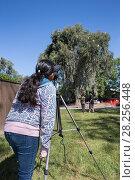 Купить «Student from Abraham Lincoln Elementary School watching Ninth Street Rookery through a telescope, Sonoma County, California, USA.», фото № 28256448, снято 14 декабря 2018 г. (c) Nature Picture Library / Фотобанк Лори