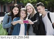 Купить «Teenagers doing selfie outdoors», фото № 28259048, снято 17 июля 2018 г. (c) Яков Филимонов / Фотобанк Лори