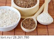 Купить «Семена льна и овсяные отруби», фото № 28261780, снято 5 апреля 2018 г. (c) Елена Коромыслова / Фотобанк Лори
