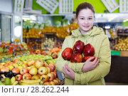 Купить «Smiling girl holding ripe red apples», фото № 28262244, снято 13 февраля 2018 г. (c) Яков Филимонов / Фотобанк Лори