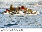 Купить «Life on islands. Ryssansaari Island in front of Helsinki, Finland. Early spring», фото № 28266688, снято 26 марта 2018 г. (c) Валерия Попова / Фотобанк Лори