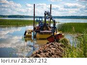 Купить «Очистка дна озера земснарядом», фото № 28267212, снято 9 августа 2017 г. (c) Pukhov K / Фотобанк Лори