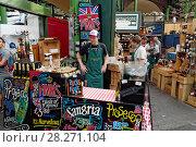 Купить «Boroughs market, market stall with alcehol, Sangria, Prosecco, wine, London, UK.», фото № 28271104, снято 20 ноября 2018 г. (c) age Fotostock / Фотобанк Лори