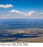 Купить «Oil rig on marshy terrain in summer, top view», фото № 28272768, снято 20 июня 2015 г. (c) Владимир Мельников / Фотобанк Лори