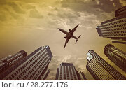 Купить «Plane encircled by buildings», фото № 28277176, снято 19 октября 2018 г. (c) Яков Филимонов / Фотобанк Лори