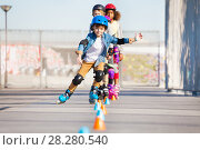 Купить «Happy inline skater practicing slalom skating», фото № 28280540, снято 14 октября 2017 г. (c) Сергей Новиков / Фотобанк Лори
