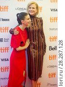 Купить «Actors attends a premiere for 'Lion' for the annual Toronto Film Festival (TIFF), in Toronto, Canada. Featuring: Rooney Mara, Nicole Kidman Where: Toronto...», фото № 28287128, снято 10 сентября 2016 г. (c) age Fotostock / Фотобанк Лори