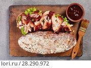 Купить «close-up of giant BBQ rib sandwich», фото № 28290972, снято 29 марта 2018 г. (c) Oksana Zh / Фотобанк Лори