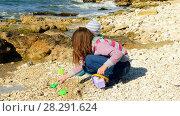 Купить «A girl is playing on the beach with a little boy», видеоролик № 28291624, снято 17 октября 2017 г. (c) Tatiana Kravchenko / Фотобанк Лори
