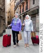 Купить «Senior ladies tourists walking around city», фото № 28292132, снято 26 ноября 2017 г. (c) Яков Филимонов / Фотобанк Лори
