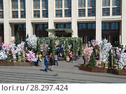Купить «Москва. Благотворительный фестиваль «Пасхальный дар» на Манежной площади», эксклюзивное фото № 28297424, снято 9 апреля 2018 г. (c) Елена Коромыслова / Фотобанк Лори