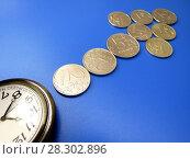 Купить «Время – деньги. Часы и монеты в виде стрелки.», фото № 28302896, снято 4 апреля 2018 г. (c) ViktoriiaMur / Фотобанк Лори