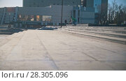 Купить «Skateboarder jump down the stairs in the city street», видеоролик № 28305096, снято 19 апреля 2018 г. (c) Константин Шишкин / Фотобанк Лори