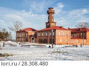 Купить «Восстановленное старинное здание пожарного обоза с каланчой, Свияжск», фото № 28308480, снято 5 января 2018 г. (c) Юлия Бабкина / Фотобанк Лори