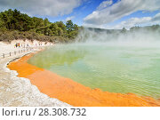 Купить «Steaming water at the Champagne Pool, Waiotapu Thermal Reserve, Rotorua, New Zealand», фото № 28308732, снято 19 апреля 2019 г. (c) BE&W Photo / Фотобанк Лори