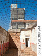 Купить «Number four prison building secured by barbed wire within the city of Johannesburg. South Africa.», фото № 28308944, снято 17 октября 2018 г. (c) BE&W Photo / Фотобанк Лори