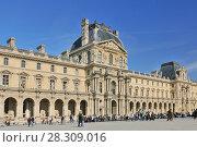 Купить «Visitors outside the Louvre art gallery and Museum Paris, France», фото № 28309016, снято 25 июня 2019 г. (c) BE&W Photo / Фотобанк Лори