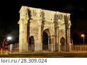 Купить «Night view of Arch of Constantine near the colosseum in Rome, Italy», фото № 28309024, снято 26 марта 2019 г. (c) BE&W Photo / Фотобанк Лори