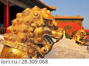 Купить «Guardian Lions in front of The Three Great Halls Palace. Forbidden City, Beijing. China.», фото № 28309068, снято 16 июня 2019 г. (c) BE&W Photo / Фотобанк Лори
