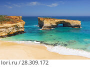 Купить «London Arch, natural arch formation in Port Campbell National Park. Great Ocean Road, Victoria State, South Australia.», фото № 28309172, снято 25 марта 2019 г. (c) BE&W Photo / Фотобанк Лори