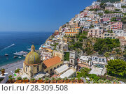 Scenic view of Positano, beautiful Mediterranean village on Amalfi Coast in Campania, Italy. Стоковое фото, агентство BE&W Photo / Фотобанк Лори