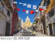 Salita Castello street and Santa Maria delle Grazie Church, Procida, Island of Procida, Gulf of Naples, Italy. Стоковое фото, агентство BE&W Photo / Фотобанк Лори
