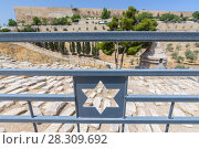 Купить «View from the Mount of Olives over the tombs of the Jewish cemetery, Jerusalem, Israel», фото № 28309692, снято 19 октября 2018 г. (c) BE&W Photo / Фотобанк Лори