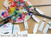 Купить «palette, brushes and paint tubes on table», фото № 28311008, снято 1 июня 2017 г. (c) Syda Productions / Фотобанк Лори