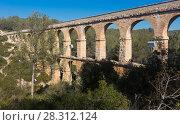 Купить «Roman aqueduct in city of Taragona in summer», фото № 28312124, снято 31 января 2018 г. (c) Татьяна Яцевич / Фотобанк Лори