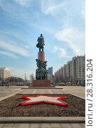 Купить «Москва, памятник В. И. Ленину на Калужской площади», фото № 28316204, снято 16 апреля 2018 г. (c) Татьяна Белова / Фотобанк Лори