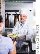 Купить «man chef giving order with kebab», фото № 28316708, снято 15 октября 2018 г. (c) Яков Филимонов / Фотобанк Лори