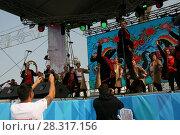 Купить «Выступление народного коллектива на сцене», фото № 28317156, снято 9 сентября 2017 г. (c) Марина Шатерова / Фотобанк Лори