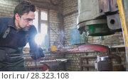 Купить «The blacksmith manually forging in the smithy», фото № 28323108, снято 17 июля 2018 г. (c) Константин Шишкин / Фотобанк Лори