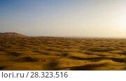 Купить «Desert sand dunes ripples during sunrise timelapse», видеоролик № 28323516, снято 5 марта 2018 г. (c) Кирилл Трифонов / Фотобанк Лори