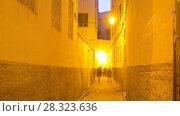 Купить «Fez  sunset  street rotation timelapse», видеоролик № 28323636, снято 17 марта 2018 г. (c) Кирилл Трифонов / Фотобанк Лори