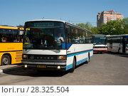 Купить «Калининград. Автобус пригородный Setra S215UL на автовокзале», фото № 28325504, снято 9 мая 2008 г. (c) Дмитрий Щукин / Фотобанк Лори