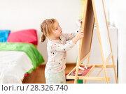 Купить «happy little girl drawing on chalk board at home», фото № 28326740, снято 15 октября 2017 г. (c) Syda Productions / Фотобанк Лори
