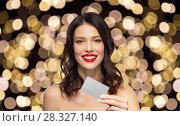 Купить «beautiful woman with red lipstick and credit card», фото № 28327140, снято 5 января 2018 г. (c) Syda Productions / Фотобанк Лори