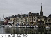 Купить «Старая гавань города Онфлер. Франция, Нормандия», фото № 28327900, снято 4 мая 2013 г. (c) Яковлев Сергей / Фотобанк Лори
