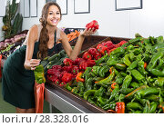 Купить «woman in uniform selling paprika on fruit market», фото № 28328016, снято 24 апреля 2018 г. (c) Яков Филимонов / Фотобанк Лори