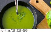 Купить «close up of vegetable green cream soup in bowl», видеоролик № 28328696, снято 16 апреля 2018 г. (c) Syda Productions / Фотобанк Лори