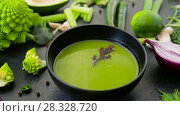 Купить «close up of vegetable green cream soup in bowl», видеоролик № 28328720, снято 14 апреля 2018 г. (c) Syda Productions / Фотобанк Лори