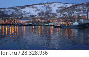 Купить «Петропавловск-Камчатский: ночной вид на центр города и морской порт», видеоролик № 28328956, снято 21 апреля 2018 г. (c) А. А. Пирагис / Фотобанк Лори