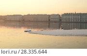 Купить «Ice drift on the Neva, Saint-Petersburg, Russia», видеоролик № 28335644, снято 15 апреля 2018 г. (c) Юлия Бабкина / Фотобанк Лори