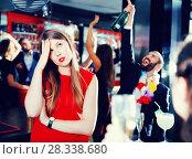 Купить «Girl upset because her boyfriend drinking too much on Hawaiian party», фото № 28338680, снято 29 ноября 2017 г. (c) Яков Филимонов / Фотобанк Лори