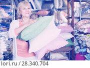Купить «mature woman purchaser holding variety pillows», фото № 28340704, снято 29 ноября 2017 г. (c) Яков Филимонов / Фотобанк Лори