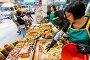 Купить «China, Hong Kong, Mong Kok, Street Food», фото № 28341864, снято 27 апреля 2018 г. (c) age Fotostock / Фотобанк Лори