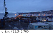 Купить «Вечерний вид на порт в городе Петропавловске-Камчатском», видеоролик № 28343760, снято 27 апреля 2018 г. (c) А. А. Пирагис / Фотобанк Лори