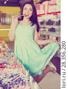 Купить «Woman posing to photographer with lollypop», фото № 28356280, снято 25 апреля 2017 г. (c) Яков Филимонов / Фотобанк Лори